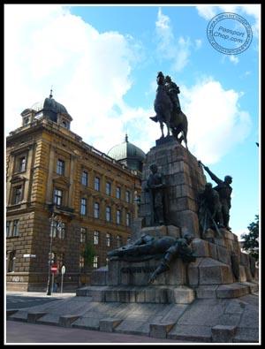 Plac Jana Matejki Statue