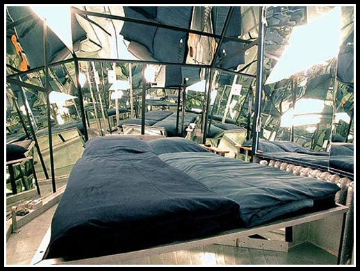 fully-mirrored-art-hotel-room