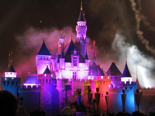 Hong_Kong_Disneyland_Castle_Fireworks-Hong-Kong