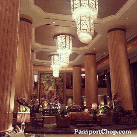 Classy @ShangriLaHotels lobby with beautiful chandeliers #LovingtheMoment @ Shangri-La Hotel, Singapore Staycation