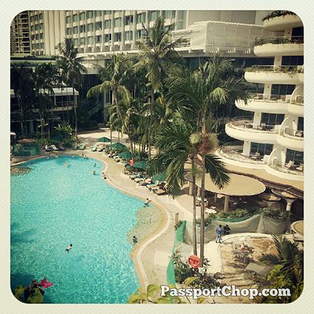 Swimming @shangrilahotels #LovingtheMoment #Singapore #staycation @ Shangri-La Hotel, Singapore