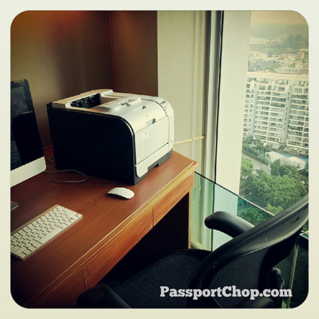 A private office with a view @shangrilahotels horizon club lounge #Singapore @ Shangri-La Hotel, Singapore
