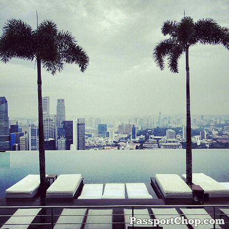 MarinaBaySands Infinity pool with a great view of #Singapore business district  @ Marina Bay Sands Hotel