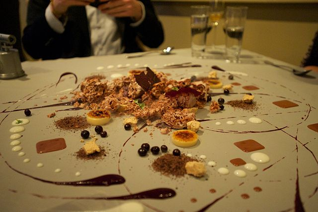Alinea Restaurant Dessert Chicago Long Waiting List Reservations