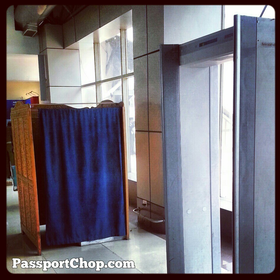 India Airport Metal Detector Female Screening Box