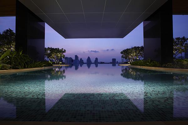 Somerset Sukhumvit Thonglor Infinity Pool Swimming