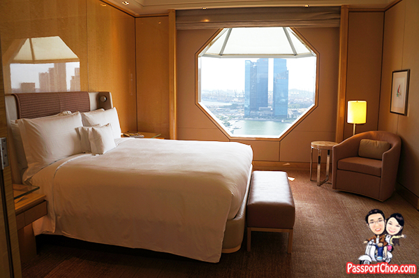 Ritz-Carlton Millenia Singapore Hotel Staycation Premier Suite Review Bedroom View of Marina Bay Sands CBD Skyline Merlion Floating Platform Perfect National Day Parade View Fireworks