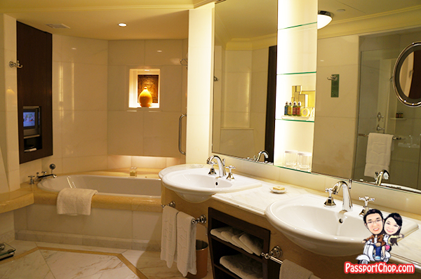 Bathroom Shangri-La Hotel Singapore Valley Wing Staycation Deluxe Room Easter Holiday Break