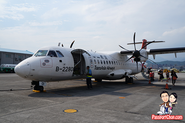 TransAsia Airline 復興航空 Taipei to Penghu Makung Airport domestic flight from Sungshan airport 1 hour flight duration