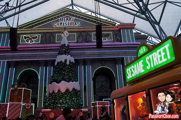 sesame-street-new-york-christmas-lightup