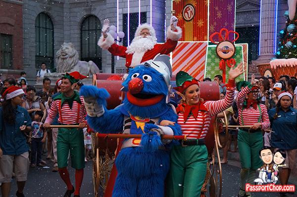 universal-studios-sesame-street-santa-parade