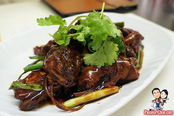 sembawang-white-bee-hoon-sesame-kampong-chicken