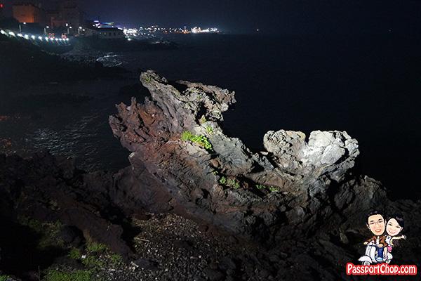 yongduam-dragon-head-rock-backview