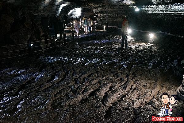 manjanggul-lava-cave-rocky-path
