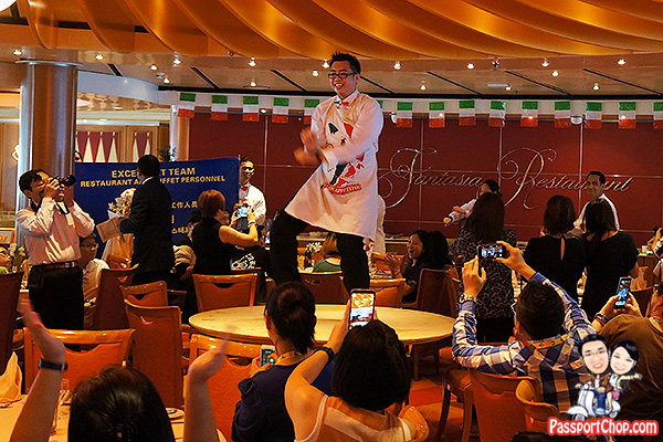 costa-victoria-gangnam-style-dancing-waiter