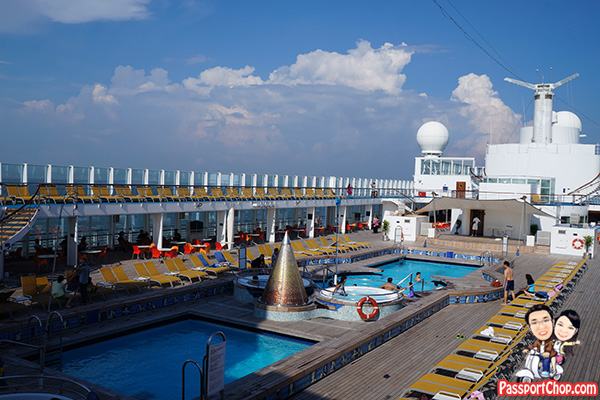costa-victoria-swimming-deck-pool