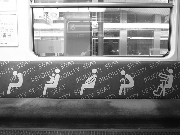 tokyo-metro-train-reserved-seats