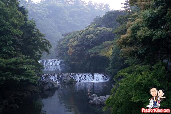 cheongjiyeon-waterfalls-jeju-korea