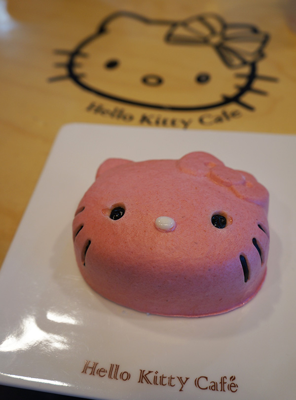 jeju hello kitty cafe cake