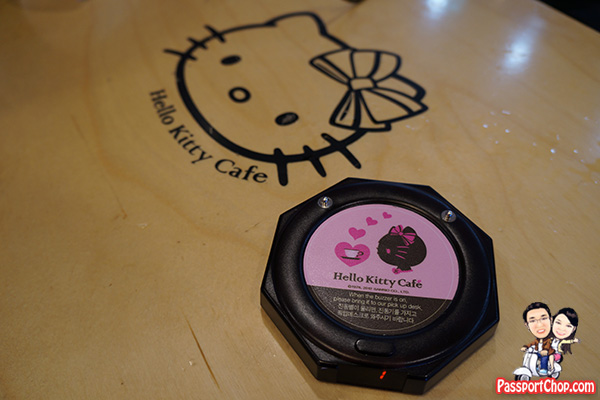 jeju hello kitty cafe queue table