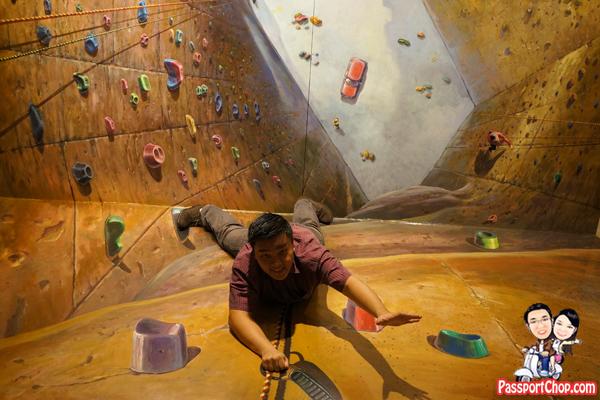 rock-climbing-alive-museum-trick-eye
