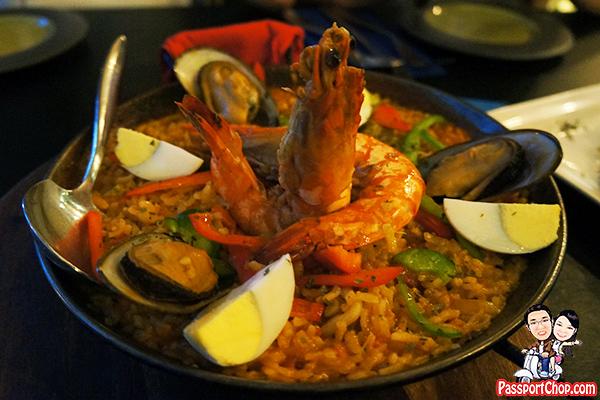 paradiso-classic-seafood-paella-valenciana
