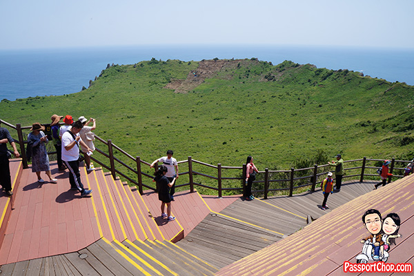 jeju sunrise peak platform to watch sunrise seongsan