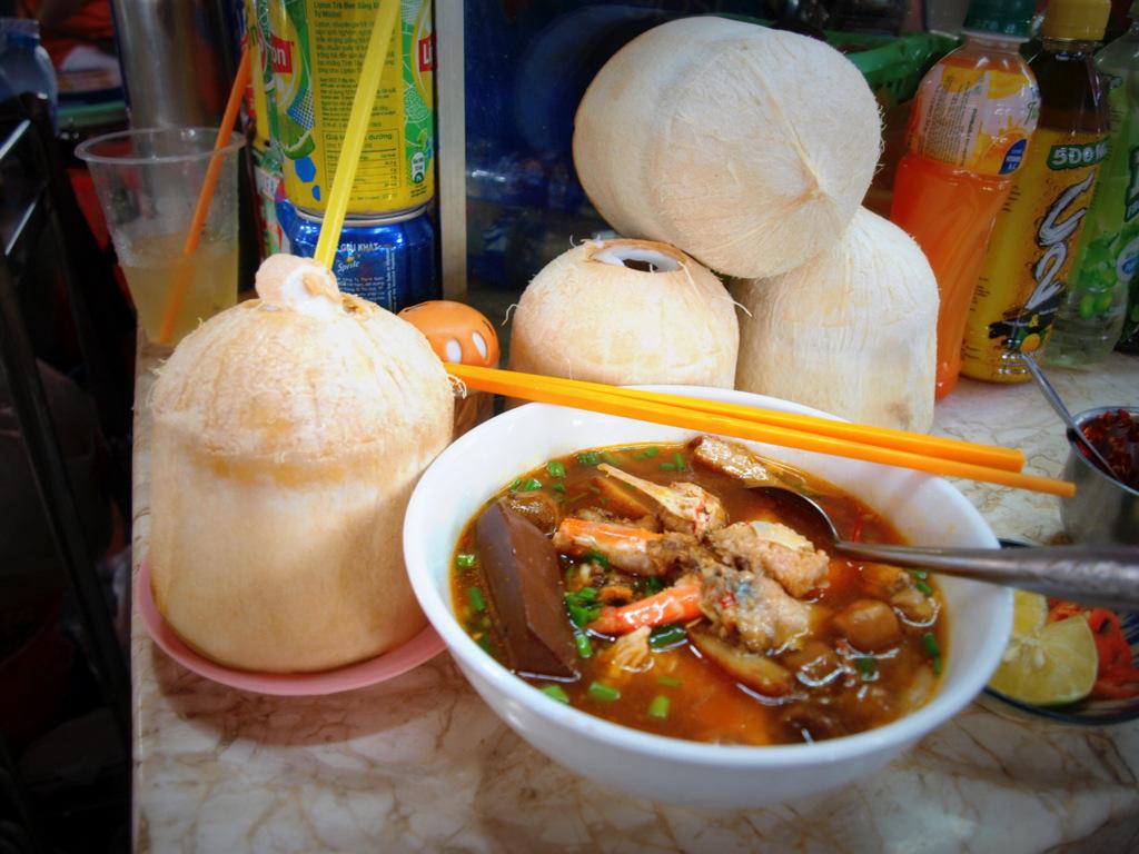 ho chi minh vietnamese food pho banh canh cua