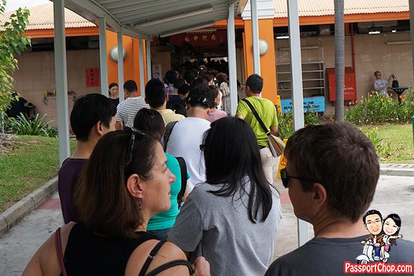 tian-tian-chicken-rice-long-queues
