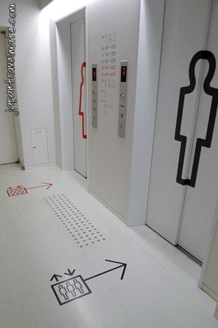 capsule-hotel-japan-elevators