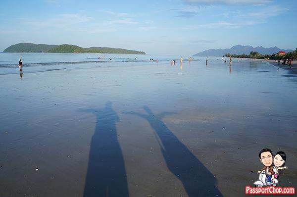 pantai cenang beach langkawi walking