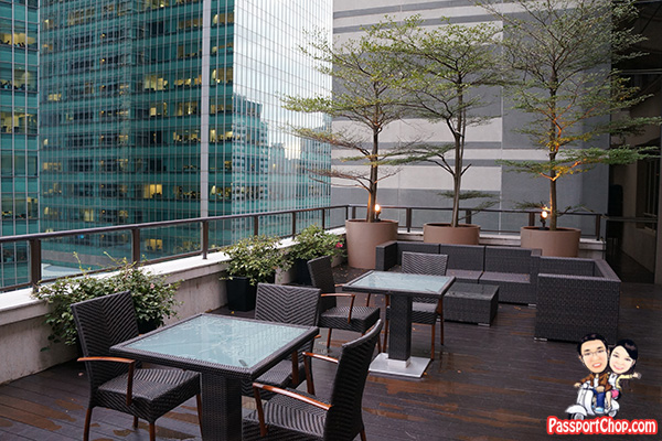 ascott raffles place courtyard chairs tables