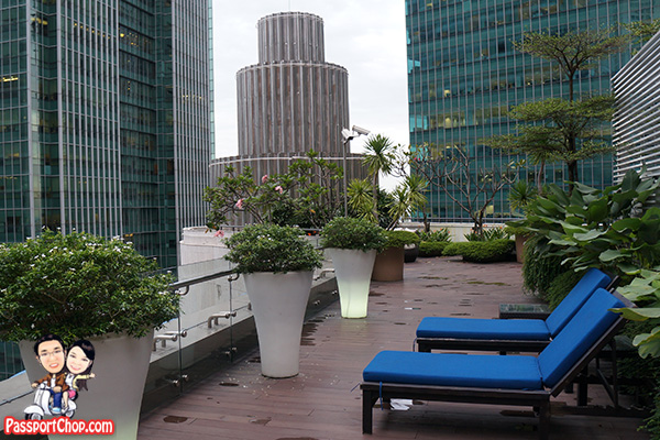 crown ascott raffles place wedding cake tier rooftop jacuzzi