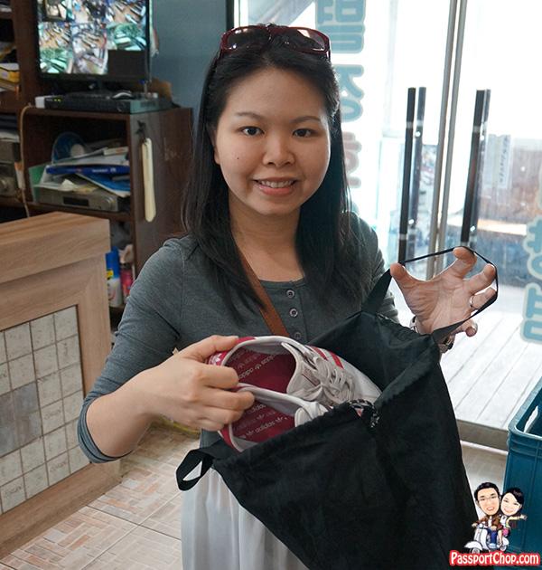 restaurant noryangjin fish market keep shoes in bag