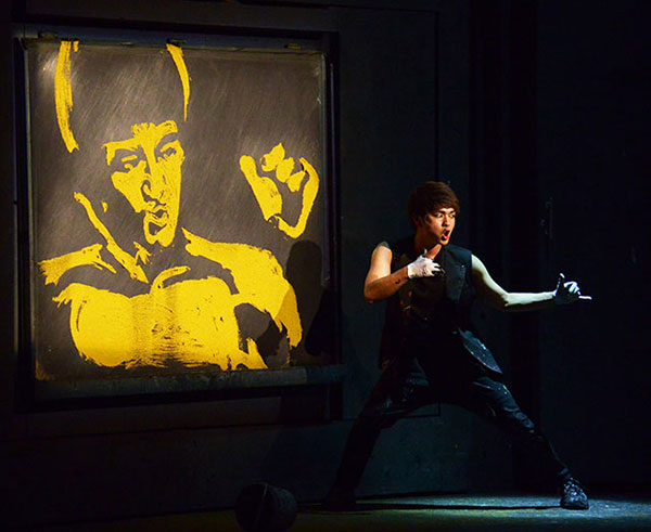 bruce-lee-painter-hero-gold-dust-painting