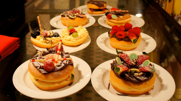 donut-making-class-resorts-genting-tour