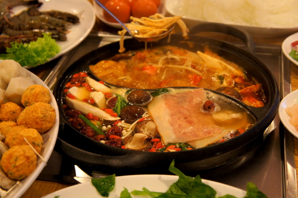 resort-seafood-ying-yang-pot-steamboat