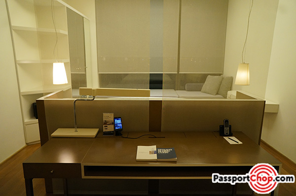 citadines-harbourview-hong-kong-bedroom-study-desk-review