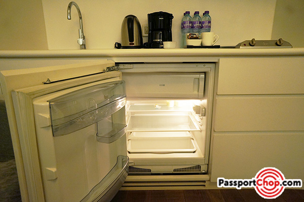 citadines-harbourview-hong-kong-room-review-kitchenette-fridge-freezer