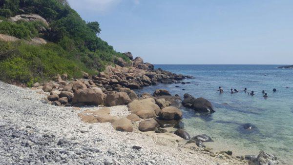 coastline-of-the-pigeon-island-sri-lanka