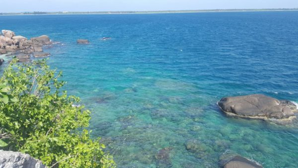 crystal-clear-waters-at-pigeon-island-sri-lanka