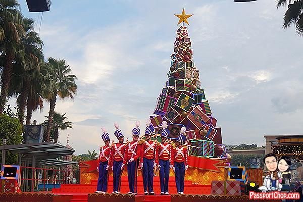 A Hollywood Christmas Gift Show universal studios singapore christmas