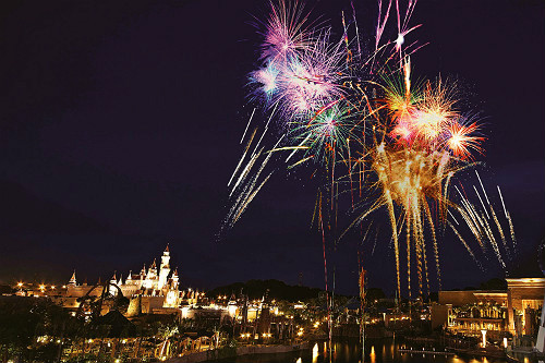 uss-christmas-fireworks spectacular