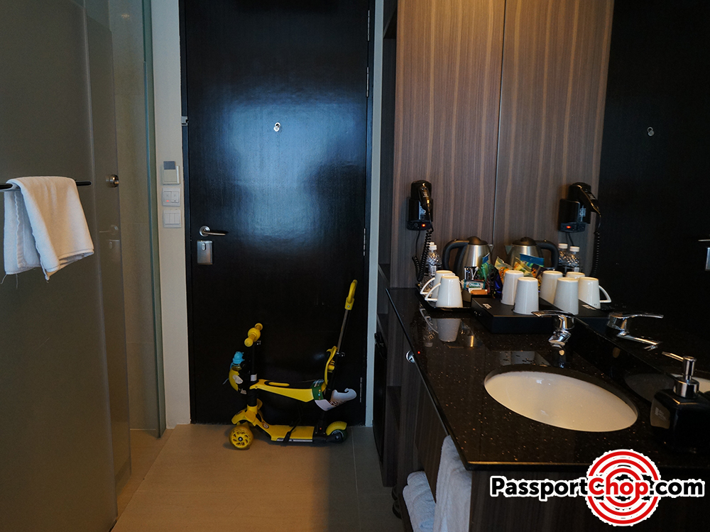 bay hotel singapore deluxe room review toilet shower