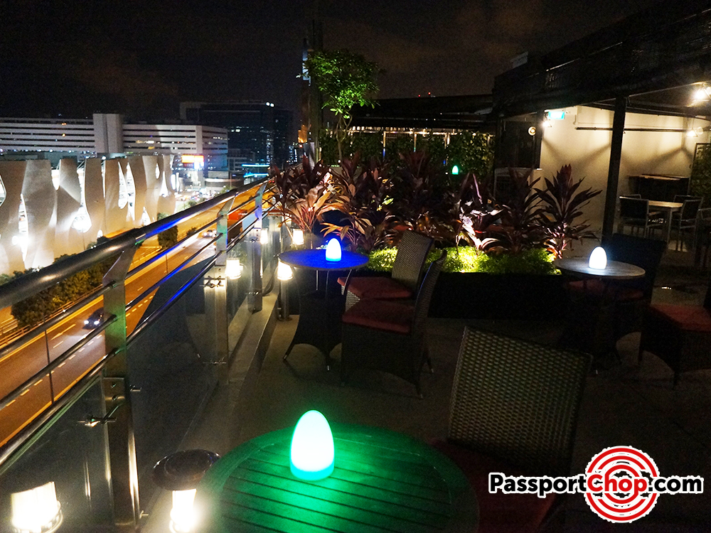 bay hotel singapore propeller rooftop bar