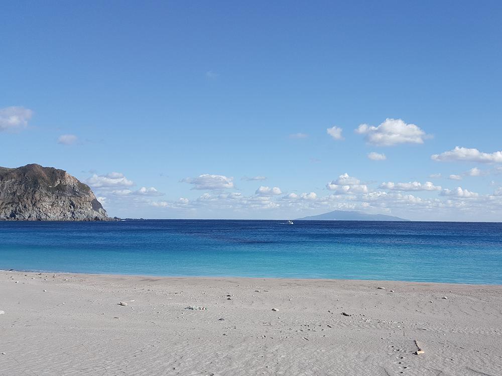 kouzushima tako beach white sand mount tenjo