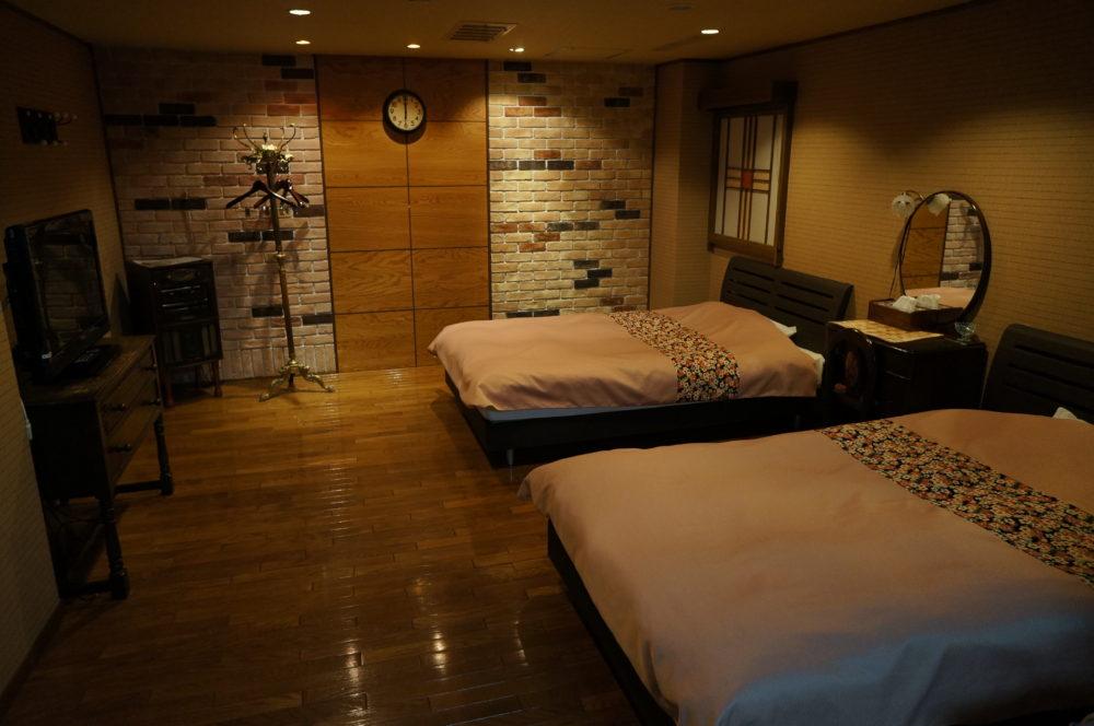 minoya ryokan western style room